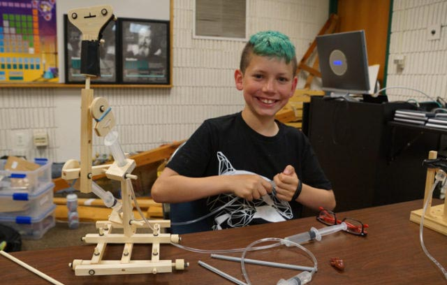 Tinkering with model hydraulic machine
