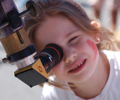 Girl-looks-through-telescope.jpg